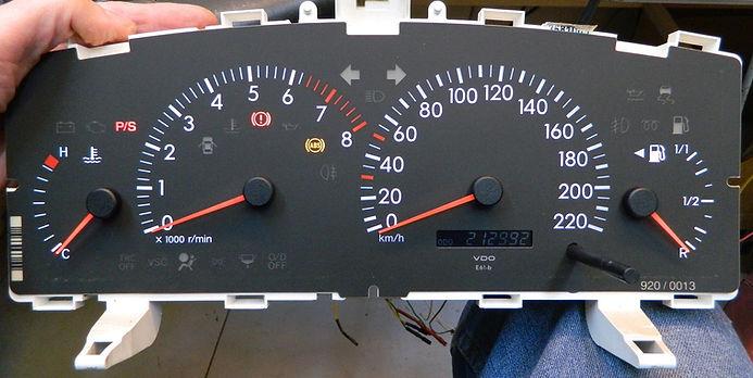 לוח שעונים קורולה.jpg