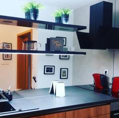 Brunetti Design Apartment Prague - zrcadlová kuchyň