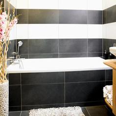 Brunetti Design Apartment with a garage - koupelna s vanou
