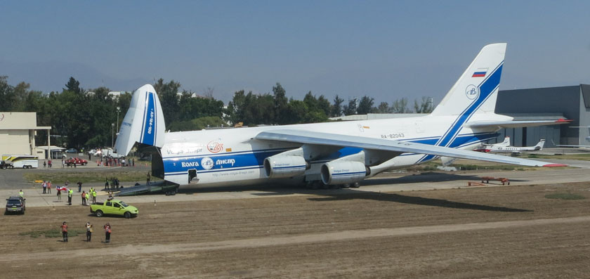 An Antonov AN-124 after it arrived in Santiago, Chile carrying four helicopters. Photo by Tom Parsons of Global Supertanker