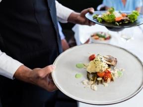 Com queda de MP trabalhista, restaurantes querem mais intermitentes.