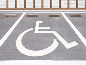 Condomínios deverão se adaptar a regras de acessibilidade para pessoas com deficiência.