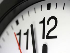 Não é possível reduzir intervalo quando há compensação de horas, decide TST.