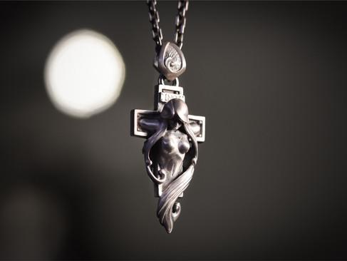 【 MadGraffiti 】クルシフィクシャンペンダント - 女體·十字吊墜