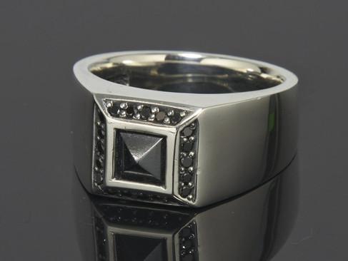 【PUERTA DEL SOL】商品介紹鑲黑膽石純銀戒指(0.20ct)
