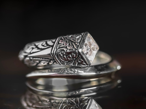 【 ZOCALO 】Ivy Spiral  Square Ring — 方形·常春藤螺型戒指