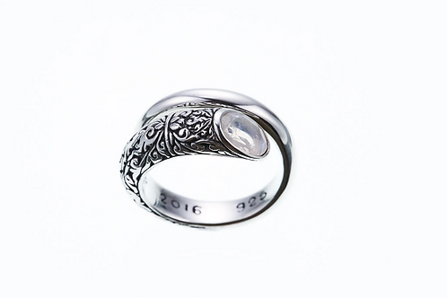 [ZOCALO] Ivy Spiral Ring Oval : Rainbow Moonstone