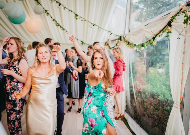 Hampshire Boho Wedding | Back garden Wedding Wedding Photographer | Lucky Sam Wedding Photographer