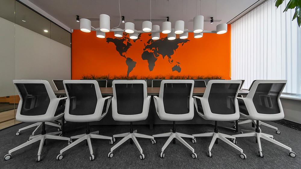 Фото сучасного офісу. Переговірна кімната