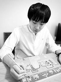 杉山佳先生プロフィール写真3.jpg