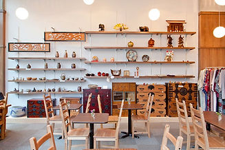 カフェの展示販売スペース