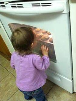 j looking in oven