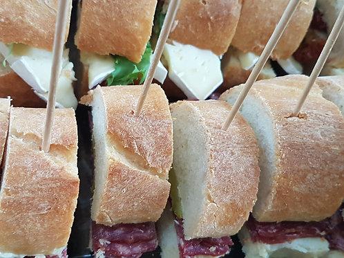 Baguette gefüllt und geschnitten