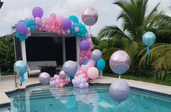 swimming-pool-balloon-arch