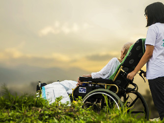 The Top 10 Qualities to Look For in a Home Caregiver