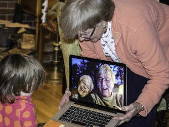 5 Ways Seniors Can Stay in Touch with Friends and Family
