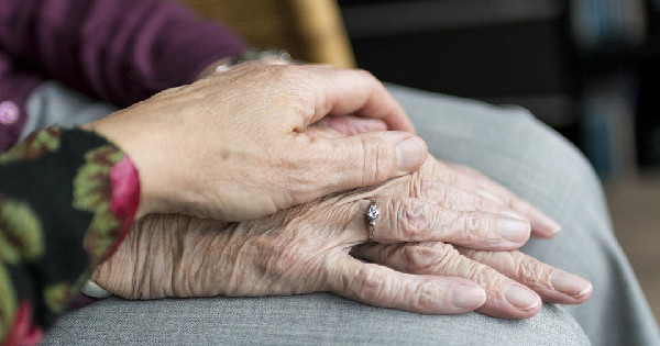 Caregiving Tips: 5 Things to Know About Dementia Care