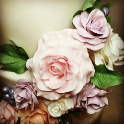 sugar roses, wedding cake