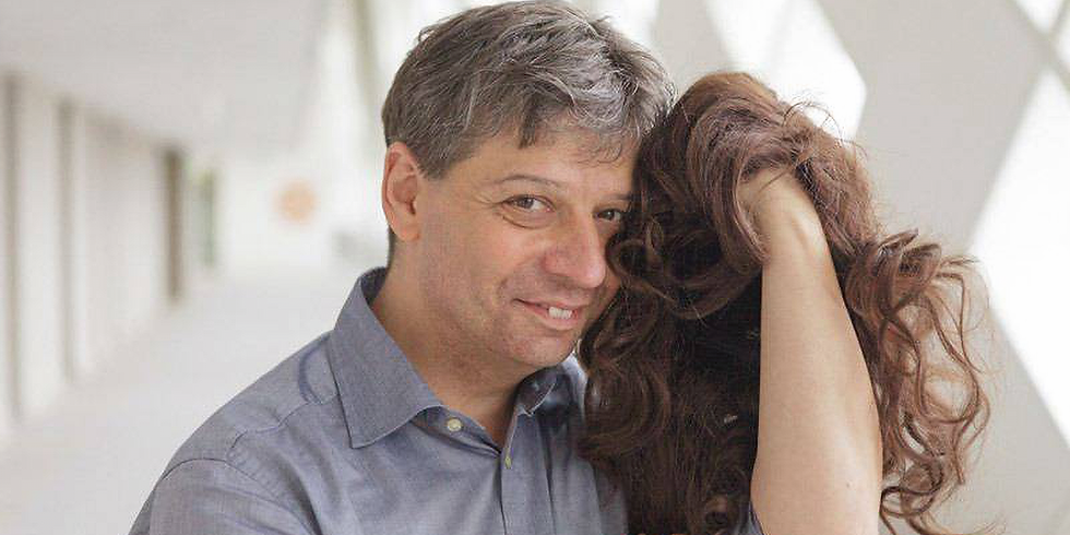 Mann spricht Frau: interkulturelle Wohnzimmerperformance