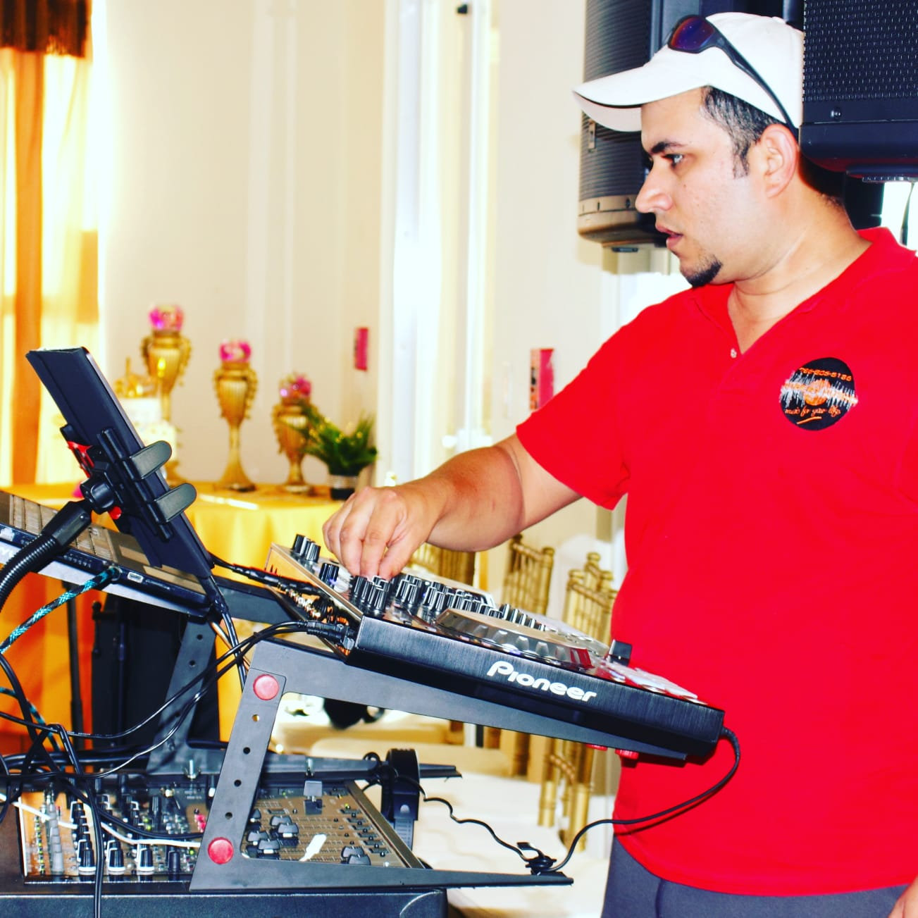 DJ SERVICE WITH LUXURY SET UP