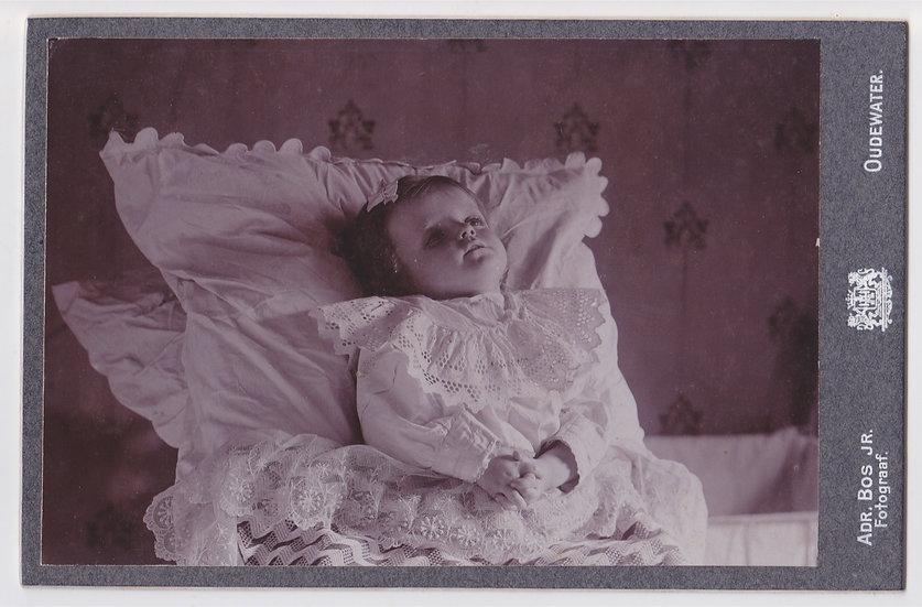 Post mortem cabinet card of a little girl c. 1890