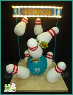 Bolo bowling strike
