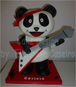 Panda toca guitarra