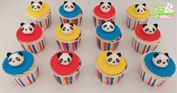 Cupcakes panda coloridos