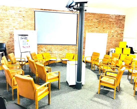 Parlament Atmosphäre im Workshop Space