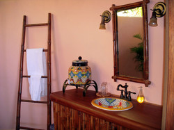Verde Suite Bazthroom