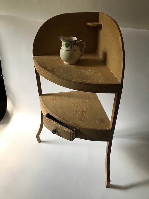 Corner wash stand