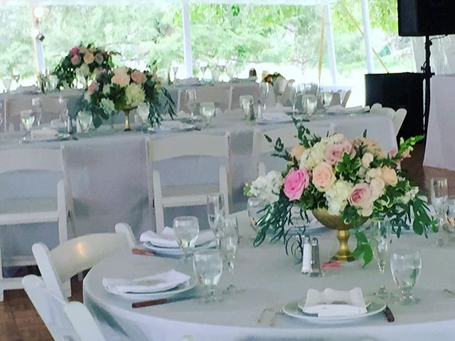 Everything is pretty in pinks!  #blushwedding #centerpieces #flowers#roses#hydrangea #classic #prett