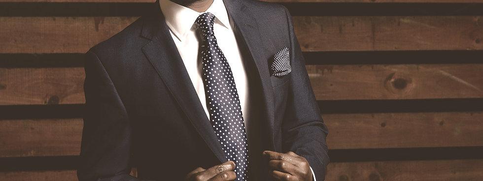 business-suit-690048_1920_edited.jpg