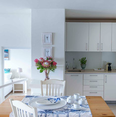 Dining & Kitchenette in the Garden Suite
