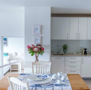 Garden Suite Dining & Kitchenette