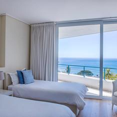 Twin Bedroom in Luxury Apartment