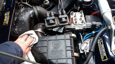 cleaning a Lancia Delta air filter box