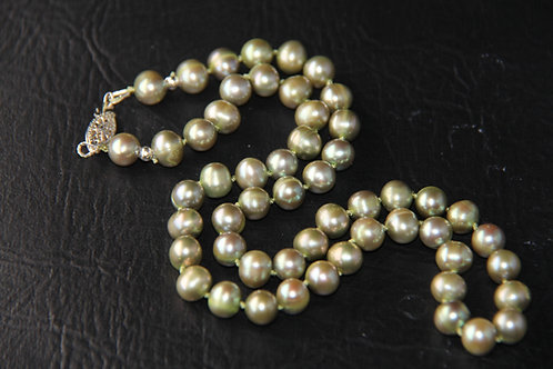 CULTURED  PEARL NECKLACE, Lt. Green Pearl Choker / PL1031