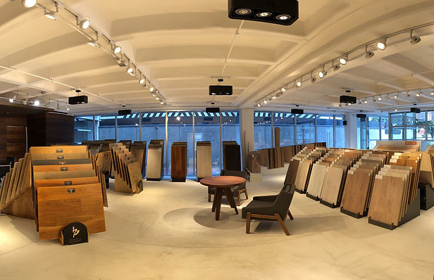 Imagen del showroom de Maderas Finas Studio con ojo de pezcado