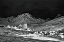 #blackandwhitephotograhy #mountaintown #