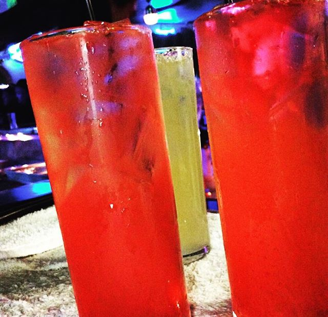It's Friday YOU deserve a Drink! 🍹🍺#clancysnm #playfarmington #cheers #tgif #drinks #letsgo #seeyo