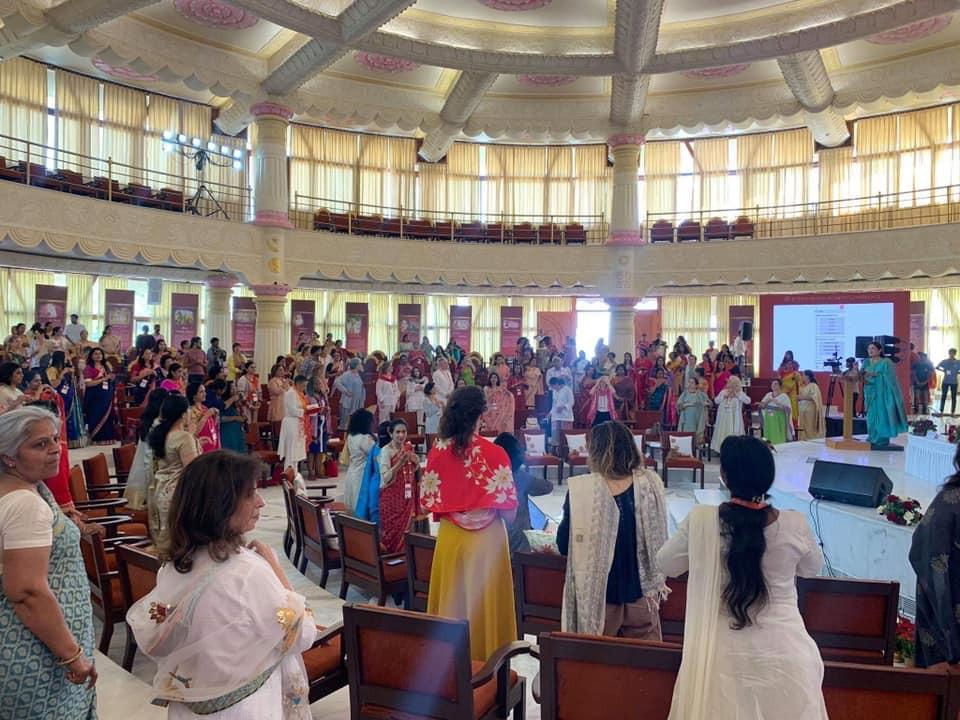 インドバンガロールに本拠地を持つ国際NGO団体ART OF LIVINGの会場にて開催されました。