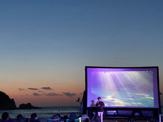こころのコンサート。糸島の海に監督の透明な声が響き渡りました。