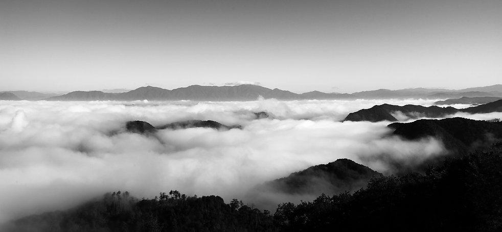 雲海モノクロ.jpg