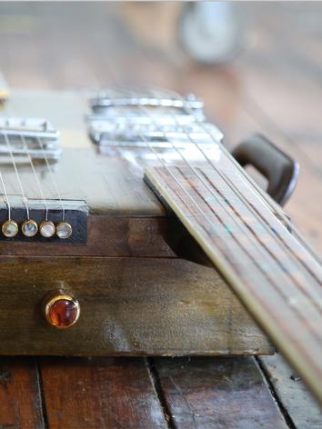 Westport hybrid bass and guitar tailpiece