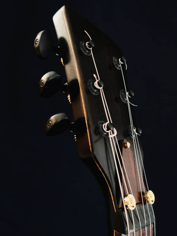 Honfleur semi hollow guitar headstock front
