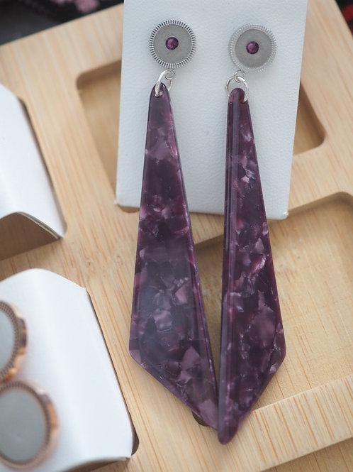 Ohrstecker mit Resinanhänger und violettem Swarovski Kristall