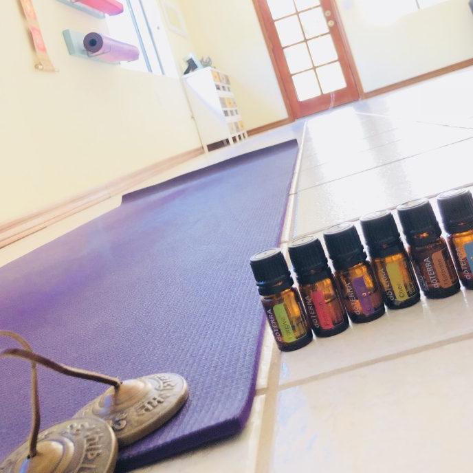 香油瑜伽ワークショップ8月「女性ホルモンバランスを整える/思春期~更年期」