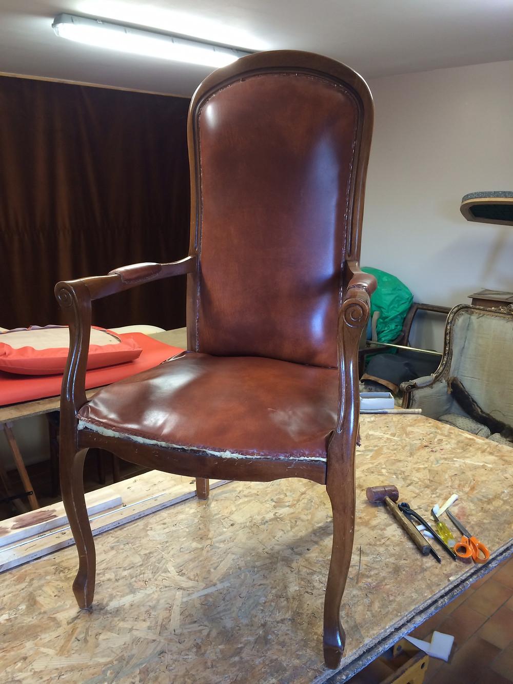 fauteuil voltaire avant restauration