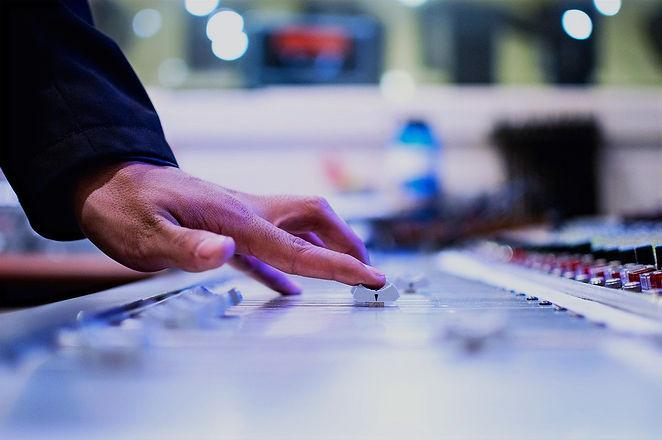 mixing-desk-351478_1280_edited.jpg